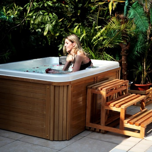 l installation d un jacuzzi sur la terrasse. Black Bedroom Furniture Sets. Home Design Ideas